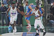 DESCRIZIONE : Avellino Lega A 2011-12 Sidigas Avellino Novipiu Casale Monferrato<br /> GIOCATORE : Linton Johnson Marques Green<br /> SQUADRA : Sidigas Avellino<br /> EVENTO : Campionato Lega A 2011-2012<br /> GARA : Sidigas Avellino Novipiu Casale Monferrato<br /> DATA : 20/11/2011<br /> CATEGORIA : fair play<br /> SPORT : Pallacanestro<br /> AUTORE : Agenzia Ciamillo-Castoria/GiulioCiamillo<br /> Galleria : Lega Basket A 2011-2012<br /> Fotonotizia : Avellino Lega A 2011-12 Sidigas Avellino Novipiu Casale Monferrato<br /> Predefinita :