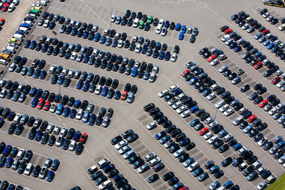 Nederland, Brabant, Raamsdonkveer, 12-06-2009; LeasePlan Occasions.Swart collectie, luchtfoto (25 procent toeslag); Swart Collection, aerial photo (additional fee required).foto Siebe Swart / photo Siebe Swart