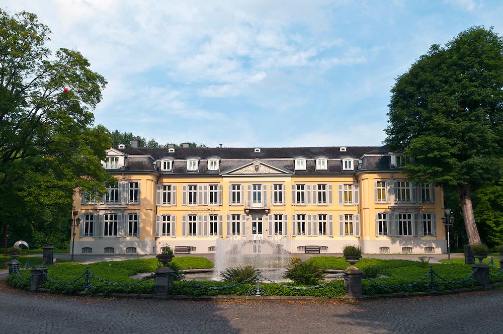 Deutschland,NRW,Nordrhein-Westfalen,Leverkusen,Schloss Morsbroich,Das Schloss Morsbroich im Leverkusener Stadtteil Alkenrath ist eine ehemalige Kommende des Deutschen Ordens. Seit 1951 ist im Schloss das Städtische Museum für moderne Kunst beheimatet.