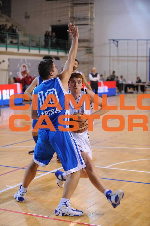 DESCRIZIONE : Bologna LNP Lega Nazionale Pallacanestro Serie B Dilettanti 2010-11 Conad Fortitudo Bologna Texa Roncade<br /> GIOCATORE : Francesco Acquaviva<br /> SQUADRA : Conad Fortitudo Bologna<br /> EVENTO : Lega Nazionale Pallacanestro 2010-2011<br /> GARA : Conad Fortitudo Bologna Texa Roncade<br /> DATA : 21/11/2010<br /> CATEGORIA : Penetrazione<br /> SPORT : Pallacanestro <br /> AUTORE : Agenzia Ciamillo-Castoria/M.Marchi<br /> Galleria : Lega Basket A 2010-2011 <br /> Fotonotizia : Bologna LNP Lega Nazionale Pallacanestro Serie B Dilettanti 2010-11 Conad Fortitudo Bologna Texa Roncade<br /> Predefinita :