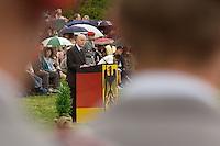 06 MAY 2004, ORANIENBURG/GERMANY:<br /> Peter Struck, SPD, Bundesverteidigungsminister, waehrend einem oeffentlichen Geloebnis von Grundwehrdienstleistenden der Bundeswehr, Schlosspark, Oranienburg<br /> Peter Struck, Federal Minister of Defense, during a swearing-in ceremony of the federal armed forces<br /> IMAGE: 20040506-02-008<br /> KEYWORDS: Vereidigung, öffentliches Gelöbnis, rede, speech