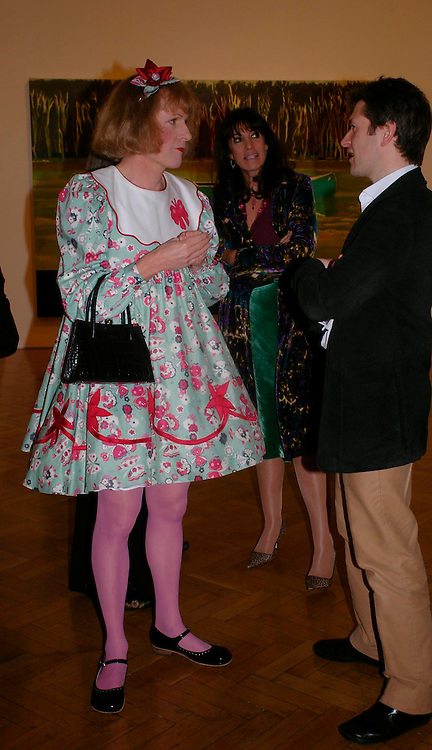 Grayson Perry and Gail Rebuck. the Triumph of Painting. Part 1. The Saatchi Gallery. 25 January 2005. ONE TIME USE ONLY - DO NOT ARCHIVE  © Copyright Photograph by Dafydd Jones 66 Stockwell Park Rd. London SW9 0DA Tel 020 7733 0108 www.dafjones.com
