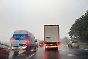 Verkeer staat vast op de A1 bij Apeldoorn. Het centrum van Nederland heeft veel last van overmatige regenval. Op de snelwegen staan de wegen blank en staan overal files.