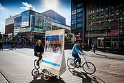 Nederland, Den Haag, 26-09-2018<br /> In Den Haag rijden fietsers door het centrum.<br /> <br /> In The Hague cyclists ride at the city center.<br /> Foto: Bas de Meijer / De Beeldunie