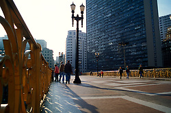 Sao Paulo, SP, Brasil. 2000..Viaduto Santa Ifigenia no centro da cidade./ Santa Ifigenia Viaduct in the city center..Foto © Adri Felden/Argosfoto