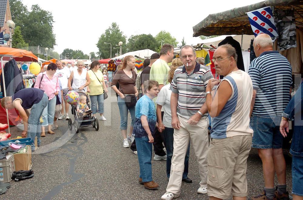 060801, slagharen,ned<br /> Boeldag.<br /> foto: Normale drukte met vlooienmarkt bezoekers<br /> fotografie frank uijlenbroek&copy;2006 frank uijlenbroek