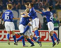 Fotball. VM 2002. 09.06.2002.<br />Japan v Russland 1-0.<br />Japansk jubel. Fra venstre: Koji Nakata, Shinji Ono, målscorer Junichi Inamoto, Naoki Matsuda og Tomakazu Mydjin.<br />Foto: Uwe Speck, Digitalsport