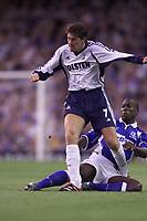 Fotball, Everton's Kevin Campbell tackles Tottenham's Darren Anderton.  (Foto: Digitalsport).