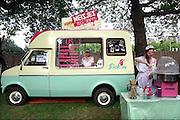 Nederland, Nijmegen, 11-6-2016Smaakmarkt in het hunnerpark. Grote toeloop van publiek voor de vele foodtrucks waar eten en drinken verkrijgbaar is. Foto: Flip Franssen