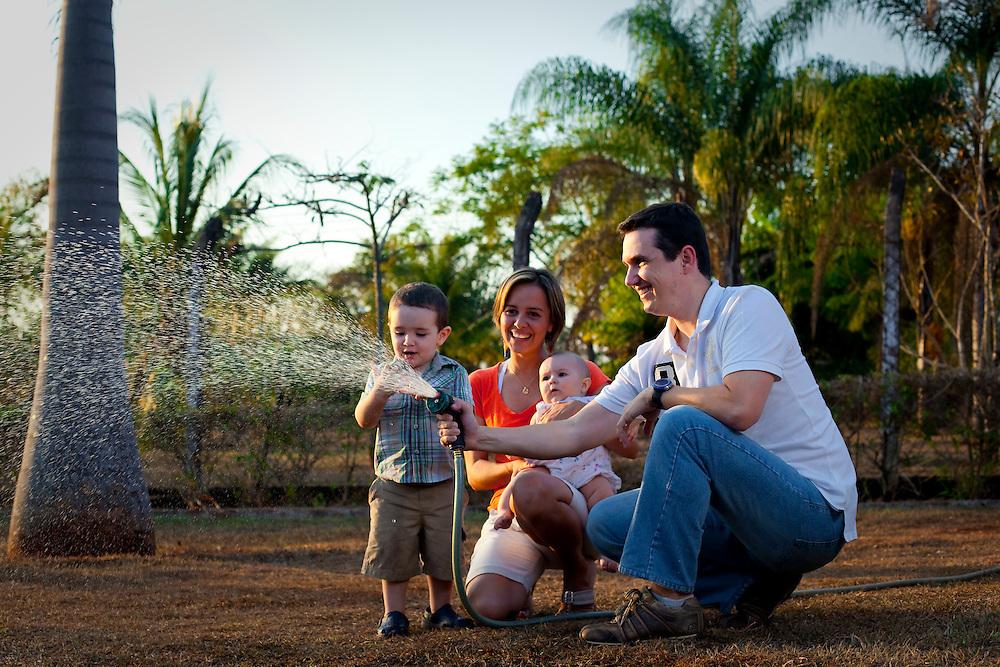Uberlandia_MG, Brasil...Retrato de casal com filhos em Uberlandia, Minas Gerais...Portrait of couple with children in Uberlandia, Minas Gerais...Foto: BRUNO MAGALHAES / NITRO