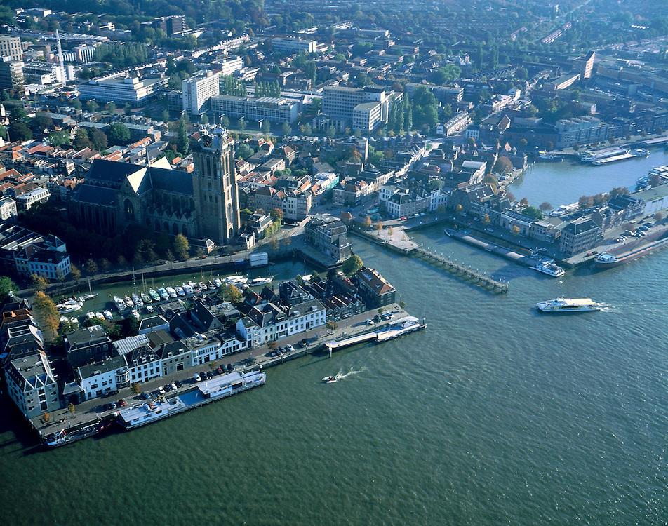 Nederland, Zuid-Holland, Dordrecht, 17-10-2003; luchtfoto (25% toeslag); binnenstad met Grote Kerk en verschillende historische havens (nu jachthaven voor plezier jachten); de rivier (onder) is de Oude Maas; binnenvaart, rivier, infrastuctuur, stadsgezicht, verkeer en vervoer ..Foto Siebe Swart