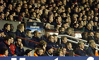 Photo: Javier Garcia/Back Page Images Mobile +447887 794393 Arsenal v Rosenborg, UEFA Champions League 07/12/04, Highbury<br />Jens Lehmann, far left and Arsene Wenger far right look on