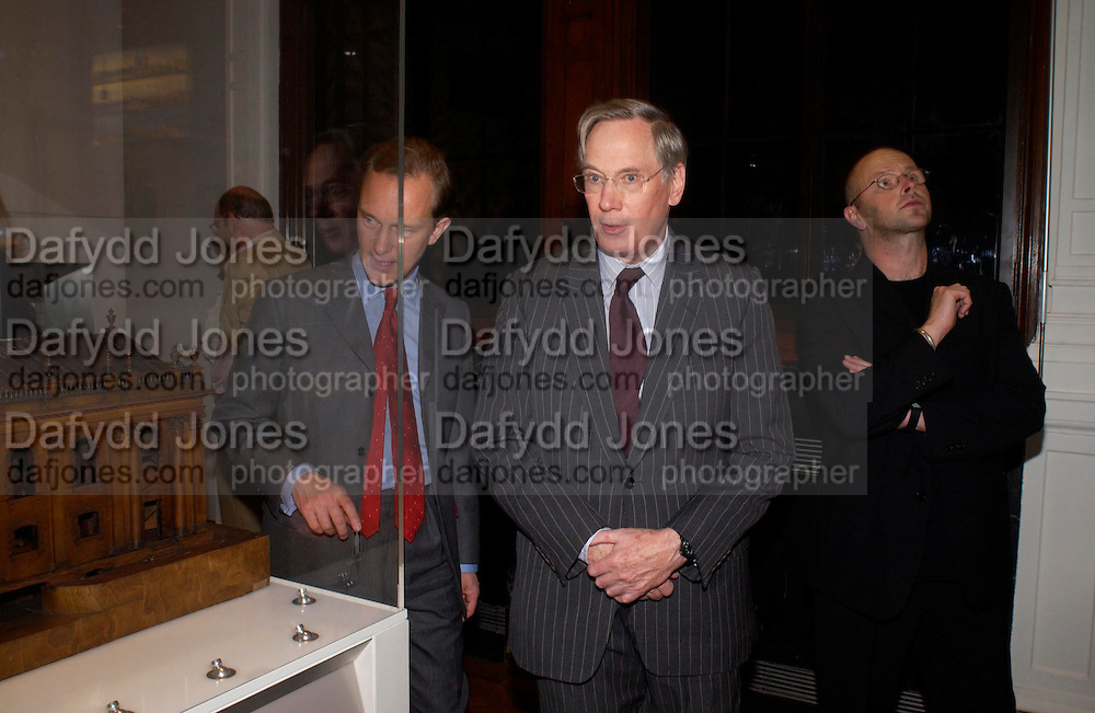 The Duke of Gloucester and Simon Thurley, V & A and Riba open Architecture Gallery and study rooms. V. & A. South Kensington, London. 16 November 2004. ONE TIME USE ONLY - DO NOT ARCHIVE  © Copyright Photograph by Dafydd Jones 66 Stockwell Park Rd. London SW9 0DA Tel 020 7733 0108 www.dafjones.com