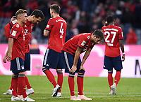 Fussball  1. Bundesliga  Saison 2018/2019  5. Spieltag  FC Bayern Muenchen - FC Augsburg       25.08.2018 Enttaeuschung FC Bayern Muenchen;Joshua Kimmich, Mats Hummels, Niklas Suele, Javi Martinez und David Alaba (v.li.) ----DFL regulations prohibit any use of photographs as image sequences and/or quasi-video.----