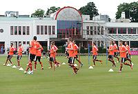 FUSSBALL  1. BUNDESLIGA   SAISON  2012/2013   Trainingsauftakt beim FC Bayern Muenchen 03.07.2012 Training mit Blick auf die Bayern-Geschaeftsstelle