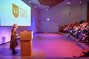 Koningin Maxima tijdens een werkbezoek aan het Prinses Máxima Centrum voor kinderoncologie in Utrecht. Het werkbezoek stond in het teken van de samenwerking tussen zorg en onderzoek in het centrum.  <br /> <br /> Queen Maxima during a working visit to the Princess Máxima Center for pediatric oncology in Utrecht. The working visit was dominated by the collaboration between care and research in the center.