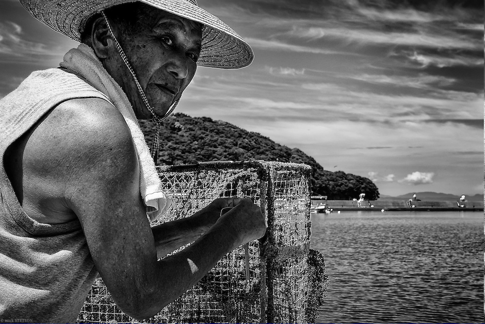 — A retired Chisso employee, Hiromasa Iwasaka spends his time fishing in Fukuro Bay, originally one of most contaminated areas in Minamata. Both his wife and him have Minamata disease. His wife has been hospitalized for a few years, but Hiromasa is still active and shows few of the symptoms that most patients experience.