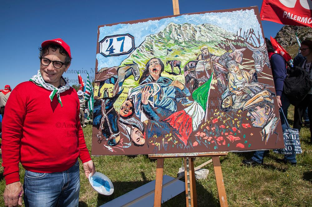 Gaetano Porcasi, pittore siciliano, mentre ultima il suo dipinto sulla strage di Portella della Ginestra.
