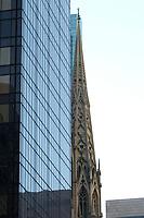 21 NOV 2003, NEW YORK/USA:<br /> Manhatten, New York<br /> IMAGE: 20031121-02-001<br /> KEYWORDS:<br /> 21 NOV 2003, NEW YORK/USA:<br /> Eine Turmspitze der St. Patricks Cathedral hinter einem Buerohochhaus, Manhatten, New York<br /> IMAGE: 20031121-02-026<br /> KEYWORDS: Fahne, Kirche