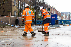2018-03-07 SWNS - Burst water main in Tooting Broadway