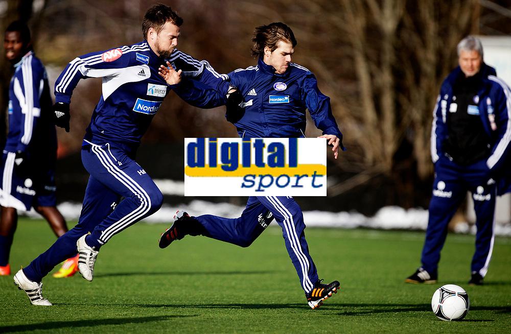 Fotball<br /> Tippeligaen<br /> Trening V&aring;lerenga VIF<br /> Valle 29.02.12<br /> Joachim Thomassen  forbi Andr&egrave; Muri<br /> Foto: Eirik F&oslash;rde