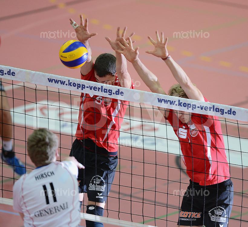 Volleyball 1. Bundesliga  Saison  2012/2013   TV Rottenburg - Generali Haching                  10.11.10.2012 Block TV Rottenburg,  Hans Cipowicz (Mitte) und Dirk Mehlberg (re) gegen Simon Hirsch (li unten, Haching)