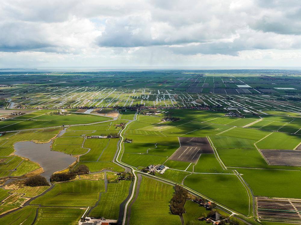 Nederland, Noord-Holland, Gemeente Schermer, 16-04-2012; Polder De Menningweer (links) en Noordeindermeerpolder gezien naar de bebouwing van Grootschermer met daar achter de onregelmatige verkaveling van de Eilandspolder (laagveen gebied, vaarpolder of vaarland). In het verschiet de regelmatige verkaveling van de Beemster, IJsselmeer aan de verre horizon..