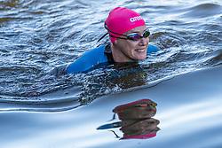 13-05-2019 NED: Nicolien gaat zwemmen, Maarssen<br /> De eerste duik in de vecht met de nieuwe swimsuit
