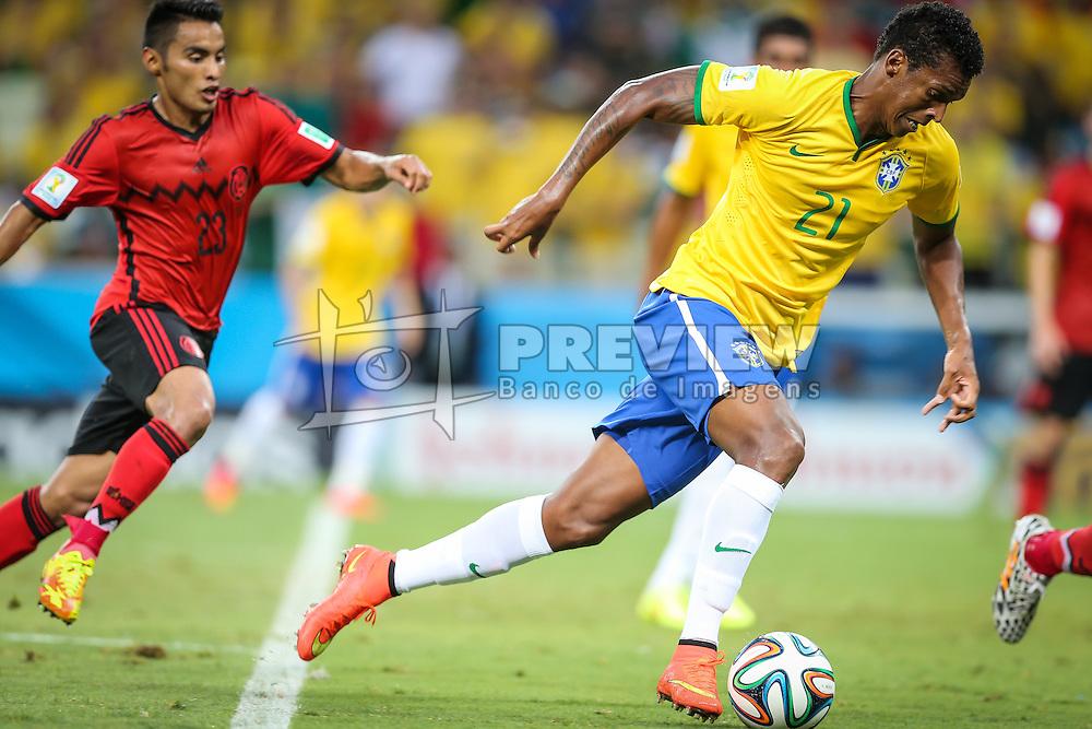 Jô disputa bola na partida entre Brasil x México, válida pela segunda rodada do grupo A da Copa do Mundo 2014. FOTO: Jefferson Bernardes/ Agência Preview