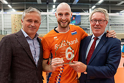 08-09-2018 NED: Netherlands - Argentina, Ede<br /> Second match of Gelderland Cup / Peter Sprenger, Jasper Diefenbach #6 of Netherlands, Gelders gedeputeerde Jan Markink