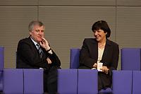 11 DEC 2003, BERLIN/GERMANY:<br /> Horst Seehofer, MdB, CSU, Bundesgesundheitsminister a.D., und Ulla Schmidt, SPD, Bundesgesundheitsministerin, im Gespraech, waehrend der Bundestagsdebatte zum EU-Verfassung, Plenum, Deutscher Bundestag<br /> IMAGE: 20031211-01-045<br /> KEYWORDS: Gespräch