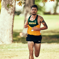 Greg Hetterley takes the lead during the Regina Cougars Cougar Trot on Sat Sep 15 at Wascana Park. Credit: Arthur Ward/Arthur Images