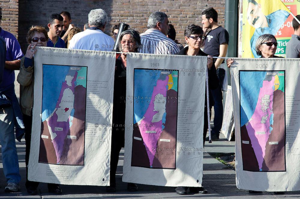 Roma 17 Aprile 2013.Palestinesi, Curdi, Cubani, e baschi,  partecipano a una manifestazione in occasione della Giornata dei prigionieri palestinesi detenuti nella carceri israeliane.Palestinians, Kurds, Cubans, and Basques participate in a rally on the occasion of Palestinian Prisoners' Day in Roma..