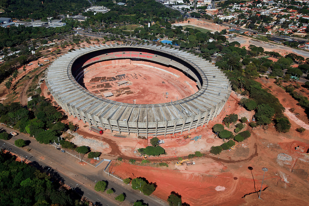 Belo Horizonte, Brasil...Estadio Governador Magalhaes Pinto (Mineirao) na Pampulha, Minas Gerais, durante as obras de reforma para Copa do Mundo de 2014...Governador Magalhaes Pinto stadium (Mineirao) in Pampulha, Minas Gerais, during the reform to the 2014 World Cup ...Foto: BRUNO MAGALHAES / NITRO