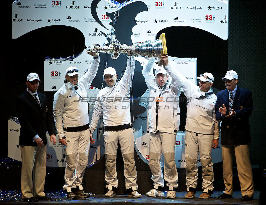 33 americas cup,33 Americas Cup, Oracle giant trimaran with wingsail beats Alinghi Catamaran.James Spithill,Rusell Coutts,Larry Elison and John Kostecki rising the CUP.