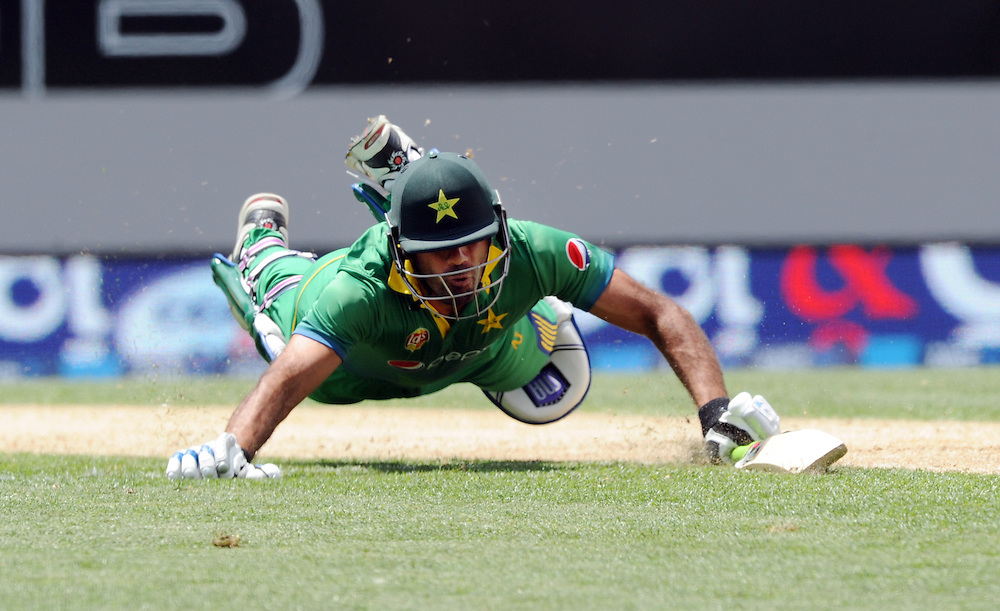 Pakistan's Wahab Riaz dives in to make his ground against New Zealand in the 3rd ODI International Cricket match at Eden Park, Auckland, New Zealand, Sunday, January 31, 2016. Credit:SNPA / Ross Setford