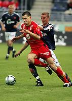 Fotball, eliteserien, 13/06-2005, Viking Stadion,<br />Viking - Brann,<br />Paul Scharner - Brede Hangeland,<br />Foto: Sigbjørn Andreas Hofsmo