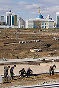 Constrution works in front of the Presidential Residence (foregr.) and the Baiterek (with golden globe), the New Astana's main symbol and landmark.