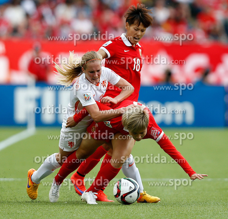 12.06.2015, Commonwealth Stadium, Edmonton, CAN, FIFA WM, Frauen, China vs Niederlande, Gruppe A, im Bild China's Ma Jun (Bottom, R) and Han Peng (C) vie with Desiree Van Lunteren of the Netherlands. China won 1-0 // during group A match of FIFA Women's World Cup between China and Netherlands at the Commonwealth Stadium in Edmonton, Canada on 2015/06/12. EXPA Pictures &copy; 2015, PhotoCredit: EXPA/ Photoshot/ Wang Lili<br /> <br /> *****ATTENTION - for AUT, SLO, CRO, SRB, BIH, MAZ only*****