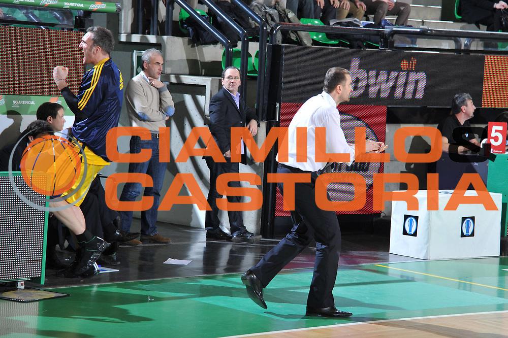 DESCRIZIONE : Treviso Lega A 2010-11 Eurocup Qualifyng Round Last 16 BWIN Benetton Treviso Alba Berlin<br /> GIOCATORE : Luka Pavicevic Coach<br /> SQUADRA : BWIN Benetton Treviso Alba Berlin<br /> EVENTO : Campionato Lega A 2010-2011 <br /> GARA : BWIN Benetton Treviso Alba Berlin<br /> DATA : 18/01/2011<br /> CATEGORIA :Esultanza<br /> SPORT : Pallacanestro <br /> AUTORE : Agenzia Ciamillo-Castoria/M.Gregolin<br /> Galleria : Lega Basket A 2010-2011 <br /> Fotonotizia : Treviso Lega A 2010-11 Eurocup Qualifyng Round Last 16 BWIN Benetton Treviso Alba Berlin<br /> Predefinita :