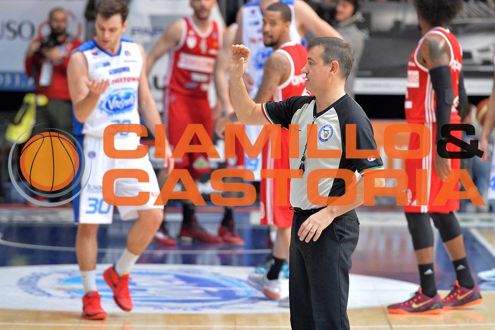 DESCRIZIONE : Cant&ugrave; Lega A 2014-15  Acqua Vitasnella Cant&ugrave; vs Openjobmetis Varese<br /> GIOCATORE : Mattioli Gianluca<br /> CATEGORIA : Arbitron mani<br /> SQUADRA :<br /> EVENTO : Campionato Lega A 2014-2015<br /> GARA : Acqua Vitasnella Cant&ugrave; vs Openjobmetis Varese<br /> DATA : 26/01/2015<br /> SPORT : Pallacanestro <br /> AUTORE : Agenzia Ciamillo-Castoria/I.Mancini<br /> Galleria : Lega Basket A 2014-2015  <br /> Fotonotizia : Cant&ugrave; Lega A 2014-2015 Pallacanestro : Acqua Vitasnella Cant&ugrave; vs Openjobmetis Varese<br /> Predefinita :
