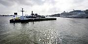 Vijf dagen voor de start van SAIL Amsterdam 2015 wordt het brugdeel van de Jan Schaeferbrug weggehaald. Eens in de vijf jaar wordt de verbinding tussen het Java-eiland en de stad Amsterdam gedemonteerd om de enorme tallships doorgang te geven tot het Sail-terrein, de Oranjehaven <br /> <br /> Op de foto:  Oranjehaven