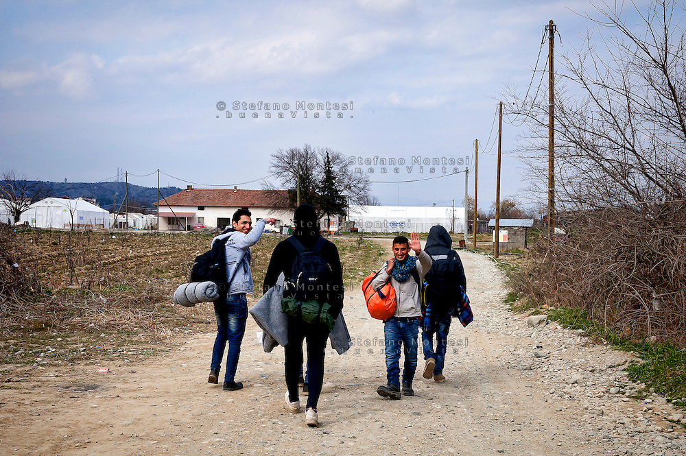 Syrian refugees crossing the Greece-Macedonian border,arrive the transit camp for take a special train the station of Gevgelija that takes them to the Serbian border. 8 Febraury 2016.<br />