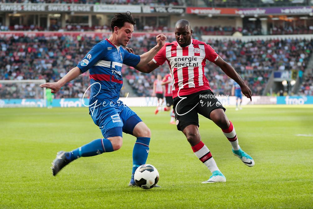 09-04-2017 VOETBAL:PSV-WILLEM II:EINDHOVEN<br /> Thom Haye van Willem II in duel met Jetro Willems van PSV <br /> <br /> Foto: Geert van Erven