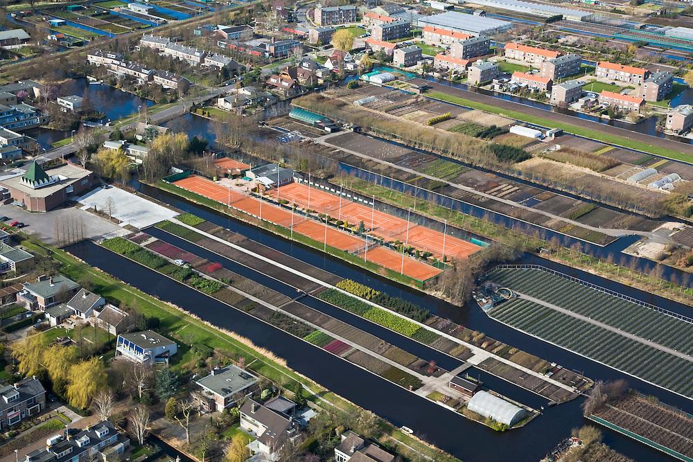 Nederland, Zuid-Holland, Boskoop, 04-03-2008; percelen met struiken en heesters worden afgewisseld door sportvelden (tennisvelden) en nieuwbouw; de strokenbouw is het gevolg van vervevening in het verleden; landbouw en tuinbouw, met name boomkwekerijen;  .boomkwekerij, boom, bomen.luchtfoto (toeslag); aerial photo (additional fee required); .foto Siebe Swart / photo Siebe Swart
