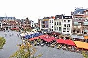 Nederland, Nijmegen, 6-9-2018Grote Markt,  Waaggebouw,stadsgezicht met gevelrij. Foto: Flip Franssen