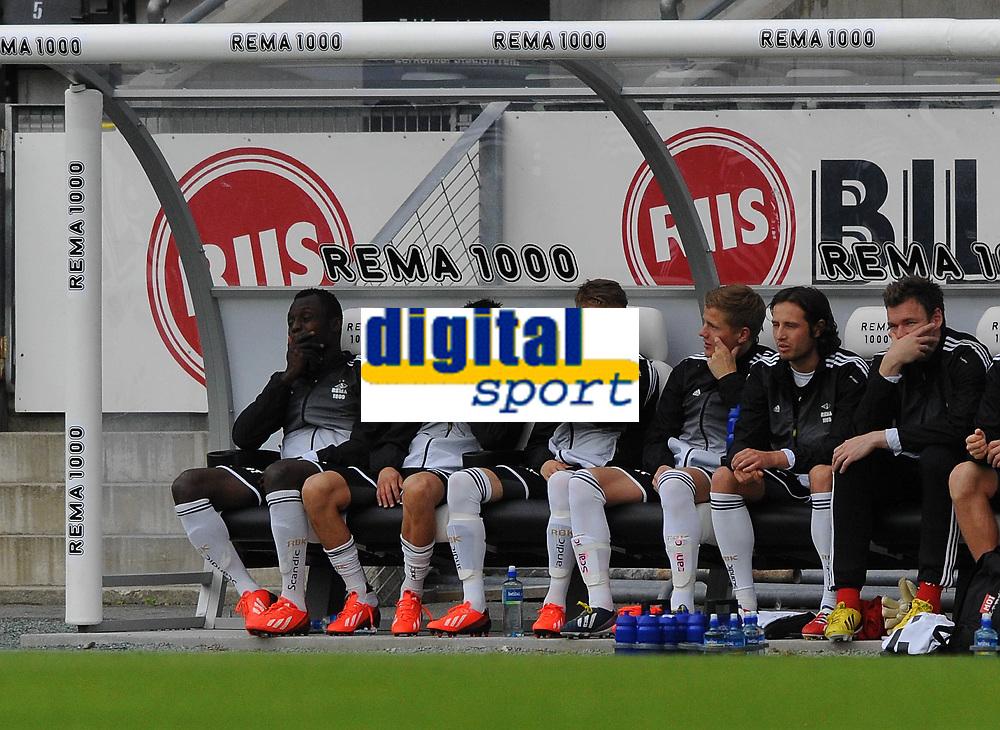 Fotball Cup 4.runde Rosenborg-Tromsø<br /> 19 juni 2013<br /> Lerkendal Stadion, Trondheim<br /> <br /> BORING !!! Kampen er kjedelig og Rosenborgs innbyttere kjeder seg også. Fra venstre : John Chibuike, Tarik Elyounoussi, Daniel Berntsen, Fredrik Midtsjø, Mikkel Mix Diskerud og Alexander Lund Hansen<br /> <br /> <br /> Foto : Arve Johnsen, Digitalsport