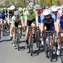 02-05-2015: Wielrennen: Ronde van Overijssel mannen: Rijssen  <br />RIJSSEN (NED) wielrennen:  De 63e ronde van Overijssel heeft als zwaarte punt de heuveltjes rond Ootmarsum en de Sallandse heuvelrug. Net als in de ronde van Vlaanderen kent men in Overijssel het dorp van de ronde. In 2015 is de eer aan Markelo.<br />Attent in de richting van Oldenzaal Steven Lammertink