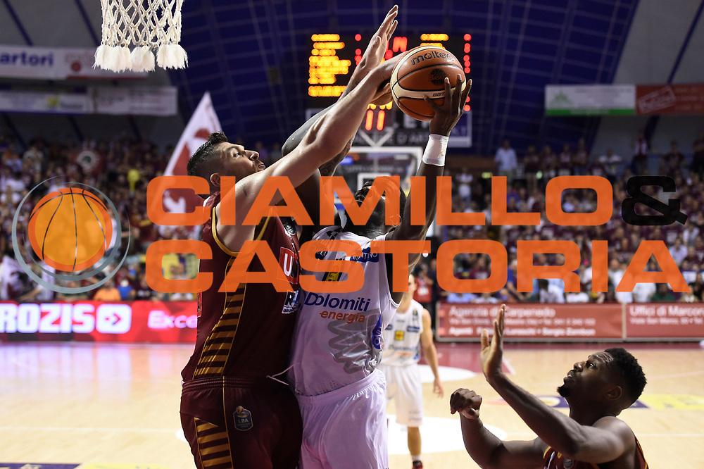 Dustin Hogue<br /> Umana Reyer Venezia - Dolomiti Energia Aquila Basket Trento<br /> Lega Basket Serie A 2016/2017<br /> Playoff, finale gara 2<br /> Venezia, 12/06/2017<br /> Foto M.Ceretti / Ciamillo-Castoria