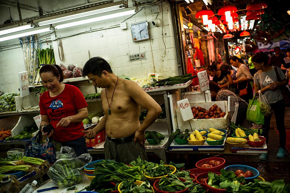 Hong Kong | 04.05.2017: Hong Kong <br /> <br /> hier: Obst- und Gem&uuml;seh&auml;ndler in der Chung Yeung Street<br />  <br /> Sascha Rheker<br /> 20170504<br /> <br /> [Inhaltsveraendernde Manipulation des Fotos nur nach ausdruecklicher Genehmigung des Fotografen. Vereinbarungen ueber Abtretung von Persoenlichkeitsrechten/Model Release der abgebildeten Person/Personen liegt/liegen nicht vor.]